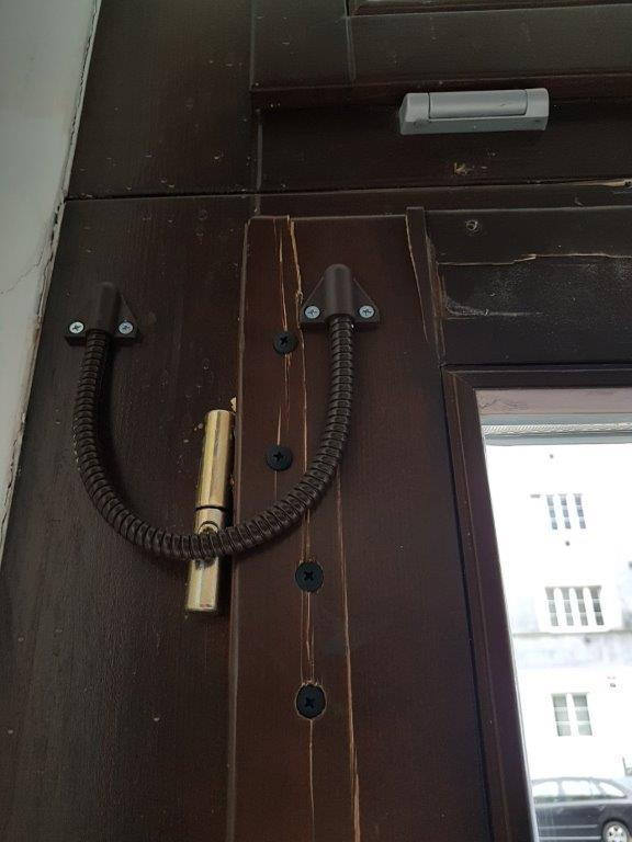 dveře - rozštíplé