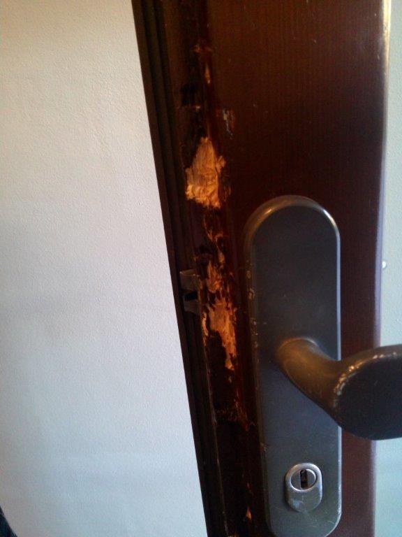 dveře - pokus na dřevěných dveřích