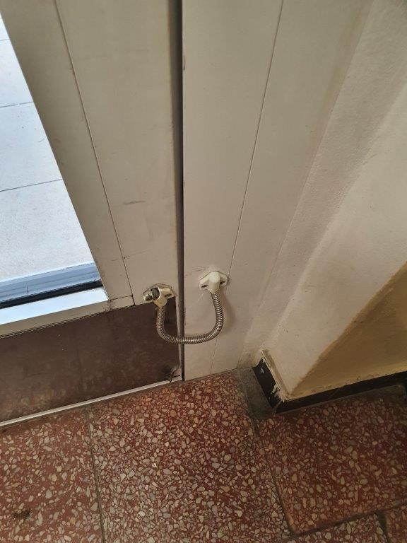 průchodka kabelová - poškozená koncovka průchodky