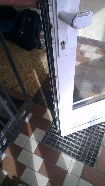 dveře - poškozené křídlo